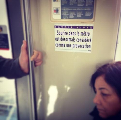 L'artiste ARDPG fait (sou)rire le métro parisien  > Creanum
